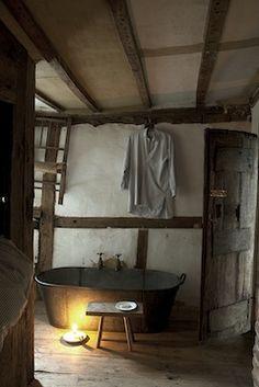 bathroom rustic barefootstyling.com