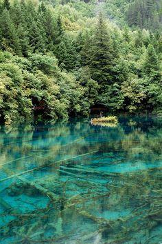 Mineral lakes, Sichuan province, Jiuzhaigou Valley - China