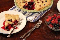Raspberry- Blueberry Pie http://kerosabermais.com/raspberry-blueberry-pie/