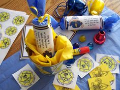 table decorations, boy scout, cub scouts, party poppers, blue, gold party, gold banquet, christmas crackers, gold coins