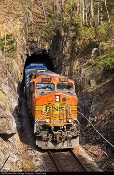 RailPictures.Net Photo: BNSF 5512 BNSF Railway GE C44-9W (Dash 9-44CW) at Salisbury, Virginia by Loyd Lowry