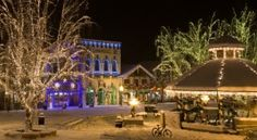 RV To See Brilliant Holiday Lights At These Top Spots http://ow.ly/eWdY1