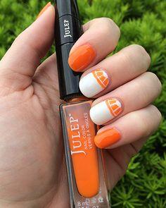 DIY Citrus Slice Manicure from @Julie Pritchard