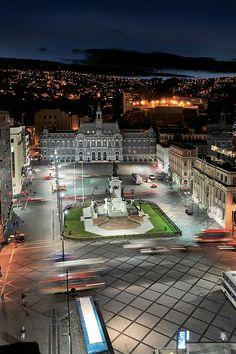 Comandancia en Jefe de la Armada y Monumentos a los Héroes de Iquique en  Valparaíso, Chile.