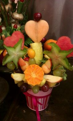 WWW.simplydelectablecatering.com fruit bouquet