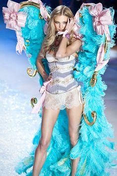 victoria's secret wings | Fashion & Style: Victorias Secret Fashion Show 2012!!