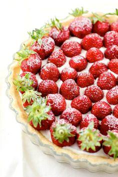 Strawberry Mascarpone Whipped Cream Tart  #food #sweet #recipe #tart #strawberry