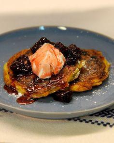 Ukrainian cheese blintzes with sour cream and jam: Martha Stewart