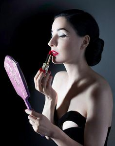 Dita applies lipstic