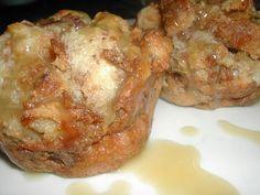 cinnamon bread puddings with caramel sauce