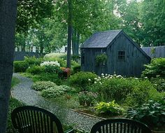 saltbox garden shed.. could it be any better.. no unless the saltbox house was right in front of it!