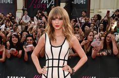 Taylor Swift: MMVAs 2013 Red Carpet Photos