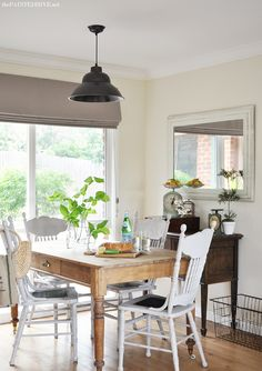 Fresh Cottage Style Dining Room