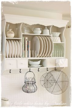 Lovely plate rack.  Like how she places cookbooks on the plate rack.