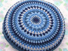 By HappyElastic - free pattern from Ravely link. (PDF File freebie). So nice, I love round cushions. MUST do this project next... adore it, thanks so for share xox