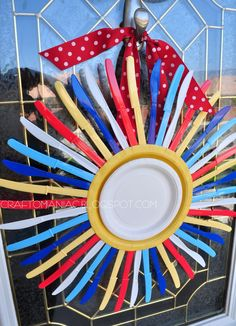 Craft-O-Maniac: DIY Summer time Sunburst Wreath using Plastic Utensils.  This would be cute with spoons instead.
