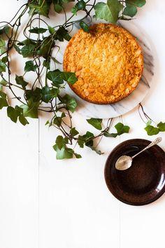 Toscakaka − Nordic Caramel Almond Cake | myblueandwhitekitchen.com