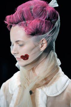 Daria Strokous at Comme Des Garçons Autumn/Wintrer 2009.