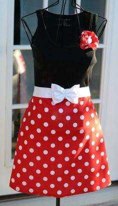 CUTEST apron I ever did see.... Polka Dotted Half Hostess Apron
