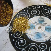 Wedding ideas on pinterest diy centerpieces vinyl for Vinyl record decoration ideas