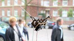 Plotter da vetrina fatto con arduino  http://tinkerlog.com/2011/09/02/der-kritzler/