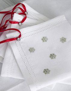 How to make pretty snowflake napkins.