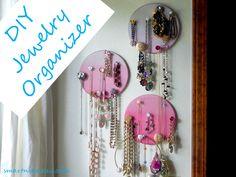 #DIY Cork Jewelry Organizer with Jeweled Push Pins. #tutorial #organization #jewelry_storage