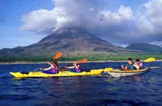 sea-kayaking_by-volcano in Costa Rica