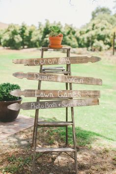 Love this sign and the use of the ladder and fence. Could use something like this at the ranch.