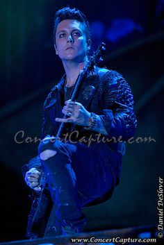 Synyster Gates On Pinterest Synyster Gates Avenged