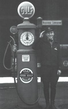 http://forums.aaca.org/attachments/f169/40727d1257812860-50s-gas-station-attendant-help-picture-3401.jpg