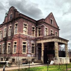 Pennhurst Asylum, Pennsylvania  -- Kind of fascinated byhaunted places!