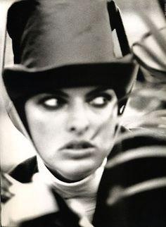 Linda Evangelista by Max Vadukul.Vogue Paris,august 1989