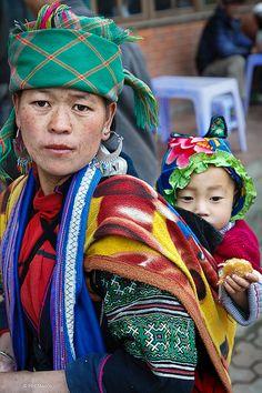 Black Hmong woman and child - Sapa, Vietnam