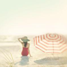 Vintage style beach shoot.   Photographer: Mandy Lynne