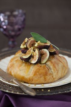 Baked brie in puff pastry with figs, honey and pistachios