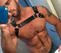 hot sexy gay man male muscles gay leather bondage harnais