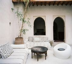 Chic Moroccan Courtyard. Moroccan design, Moroccan decorating