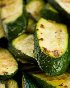 EASY LOW CARB ZUCCHINI-PARMESAN SNACK