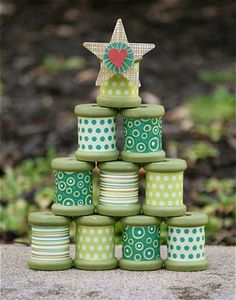 Oooh imagine spools with baker's twine for this!