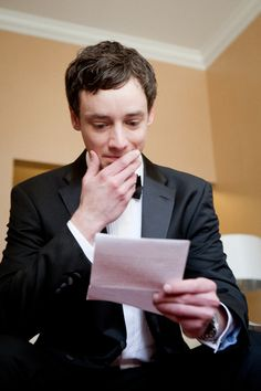 Reading a letter from the bride before the wedding