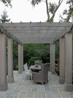 Pergola patio dining al fresco