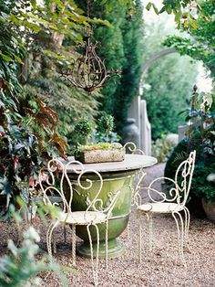 Garden Romance - make a table out of an enormous pot