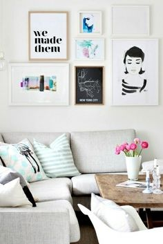 Wall art idea: match frames to bring lots of different pieces together. (From Blog de Solene)