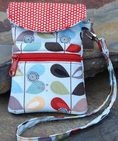 Cell Phone Wristlet Pattern + Free Hexi Tote Sewing Tutorial