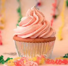 Pink Champagne Trophy Cupcakes for New Year's Eve! #PartyPerfectCupcakes #ThePartyStartsHere