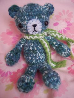 Crochet bear (free pattern).