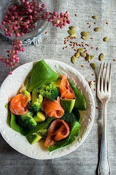 Smoked salmon and avocado salad