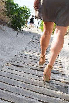 Walking to the private beach at Villa del Palmar Loreto. #VDPLFam #villadelpalmarl // www.cupcakesandcutlery.com