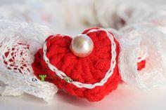 Questa collana ad uncinetto è realizzata con del cotone misto acrilico e della meravigliosa lana a rete bianca. #collana #lana #faidate #uncinetto #crochet